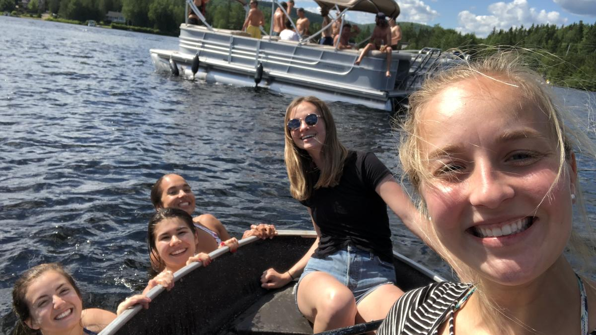 Photo - Activité des étudiants d'été du Québec  – weekend au chalet
